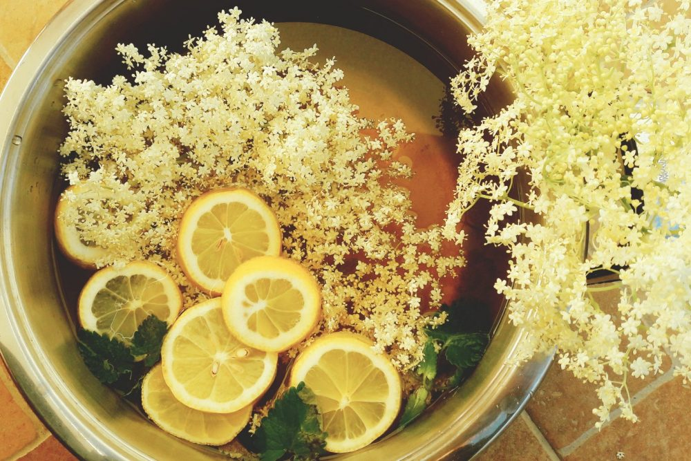 elderflower cordial ibn the making
