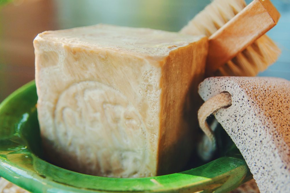 a simple guide to dry brushing for a smooth and toned skin