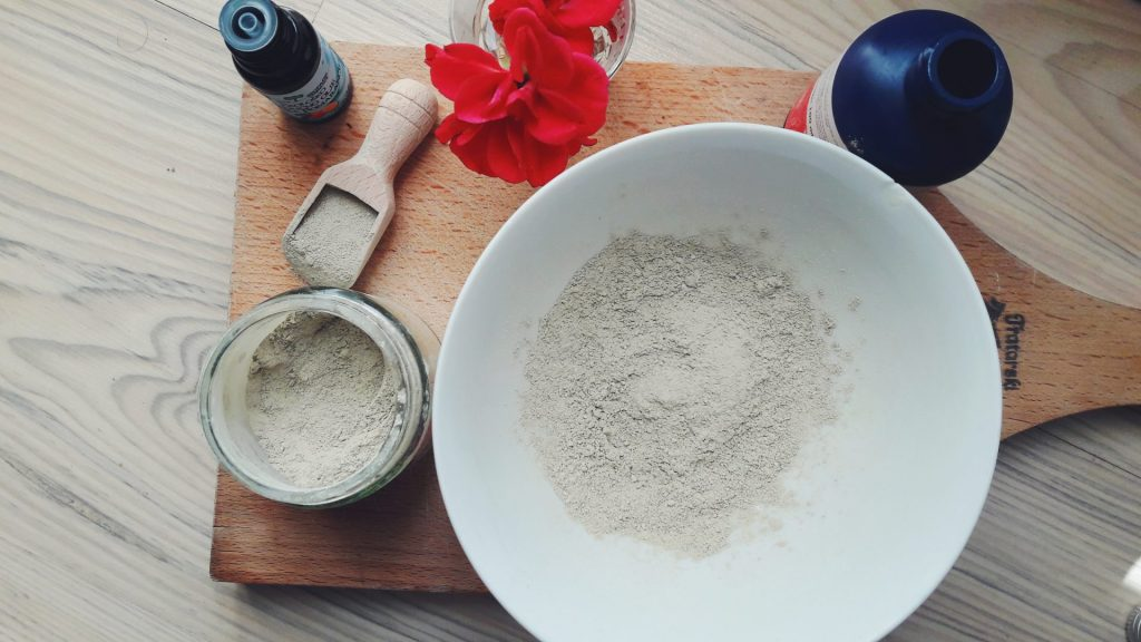 rosewater and bentonite clay face mask, skin and hair benefits of rosewater