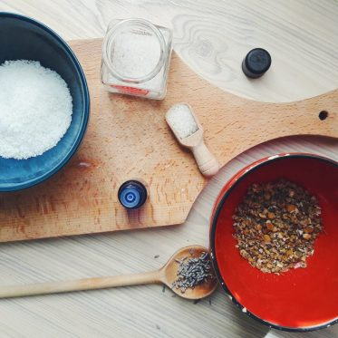 A simple guide Soothing homemade sea salt bath for tired feet