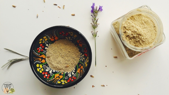 DIY bentonite clay mask for acne