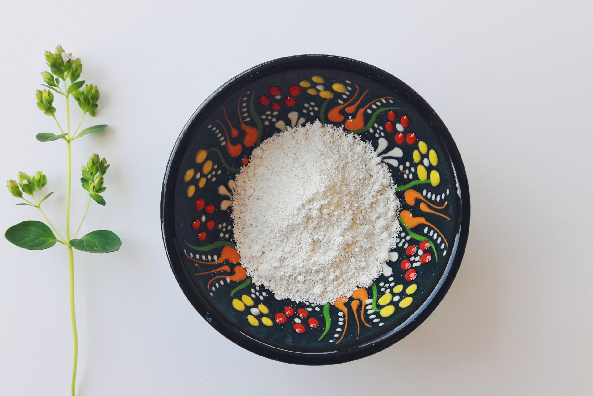 White Kaolin Clay Skin Benefits (How To Use + A Recipe)